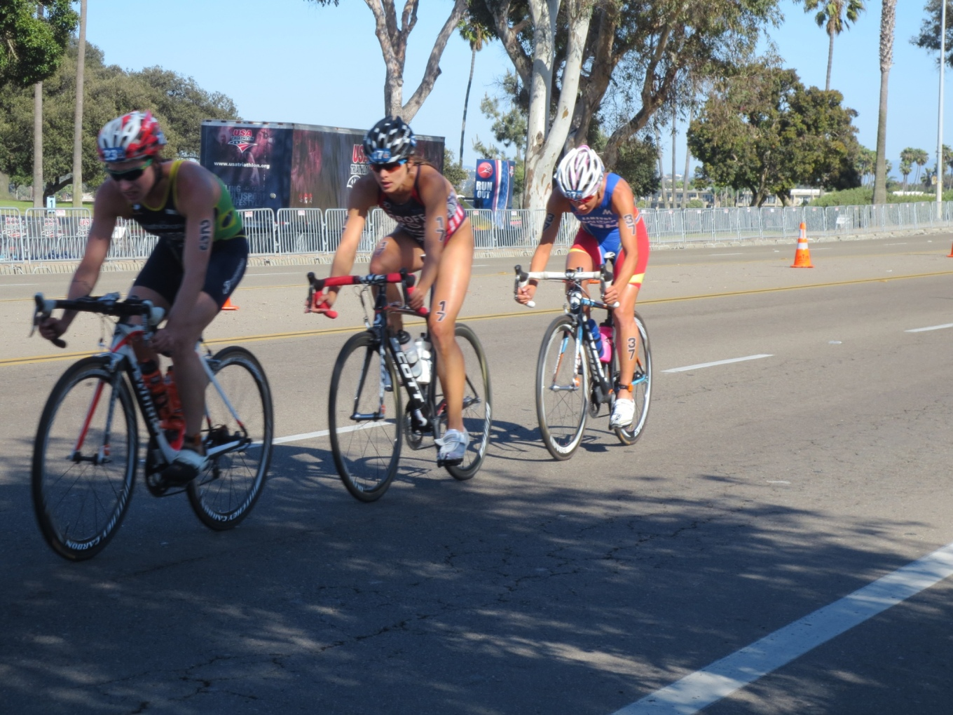 Top three ITU women drilling it off the front